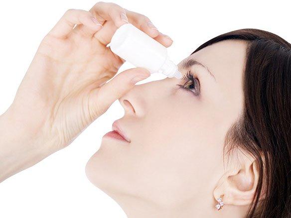 Nhỏ mắt điều trị viêm giác mạc